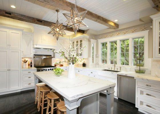 Комбинированные отделки кухонных потолков