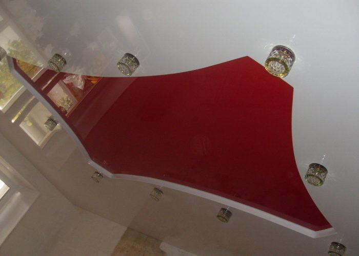 Потолок натяжного типа для кухни