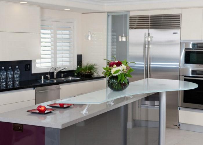 Барная стойка для кухни из стекла
