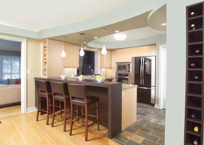 Дизайнерское оформление потолка кухни